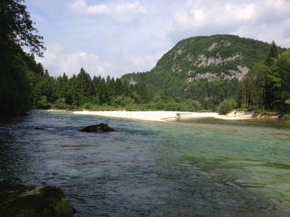 Schönes, offenes Tal, unberührter Fluss