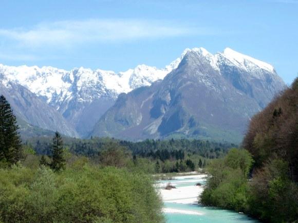Blick Richtung obere Reviergrenze, die Soca kommt rechts aus dem Tal (aus Richtung Nordosten)